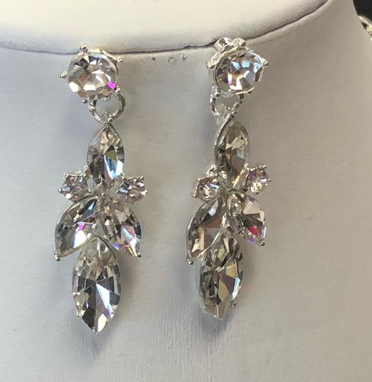Silver and Crystal Necklace Jewelry Set Image 6