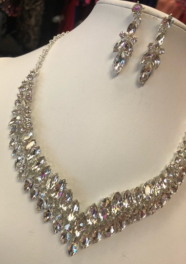 Silver and Crystal Necklace Jewelry Set Image 8