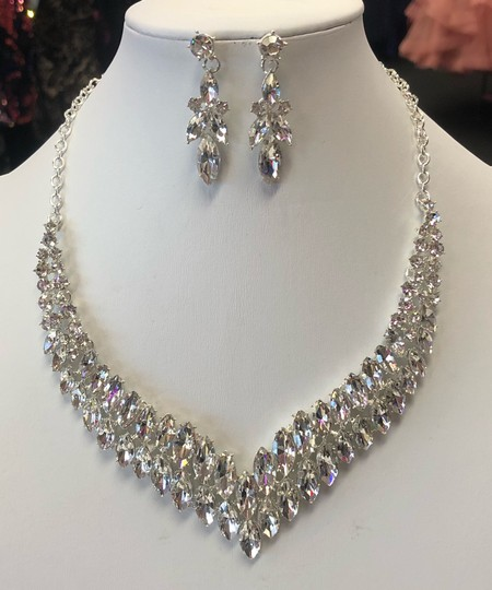 Silver and Crystal Necklace Jewelry Set Image 9
