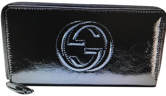Preload https://img-static.tradesy.com/item/24549730/gucci-black-soho-patent-leather-zip-around-wallet-0-3-540-540.jpg