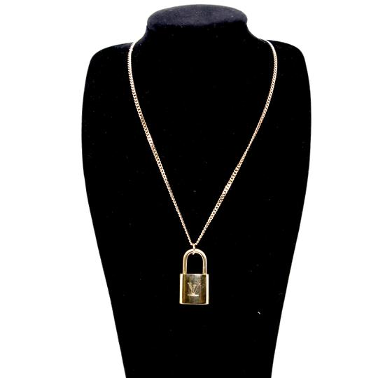 Preload https://img-static.tradesy.com/item/24553204/louis-vuitton-gold-14k-plaquette-made-in-italy-chain-signature-padlock-and-key-22in-necklace-0-0-540-540.jpg
