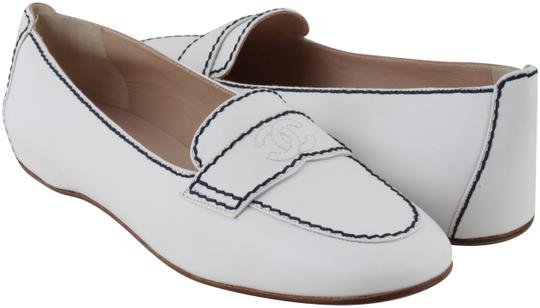 Preload https://img-static.tradesy.com/item/24553670/chanel-white-women-s-leather-loafers-flats-size-us-10-regular-m-b-0-1-540-540.jpg