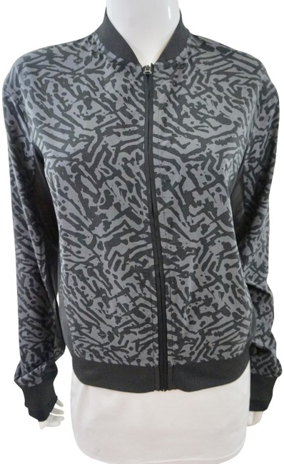 Preload https://img-static.tradesy.com/item/24553747/lululemon-grey-lightweight-shell-activewear-outerwear-size-8-m-0-1-650-650.jpg