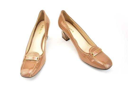 Preload https://img-static.tradesy.com/item/24553912/prada-light-brown-leather-and-logo-heels-pumps-size-eu-395-approx-us-95-regular-m-b-0-0-540-540.jpg