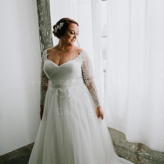 Preload https://img-static.tradesy.com/item/24553995/davinci-bridal-ivory-tulle-and-lace-formal-wedding-dress-size-14-l-0-0-540-540.jpg