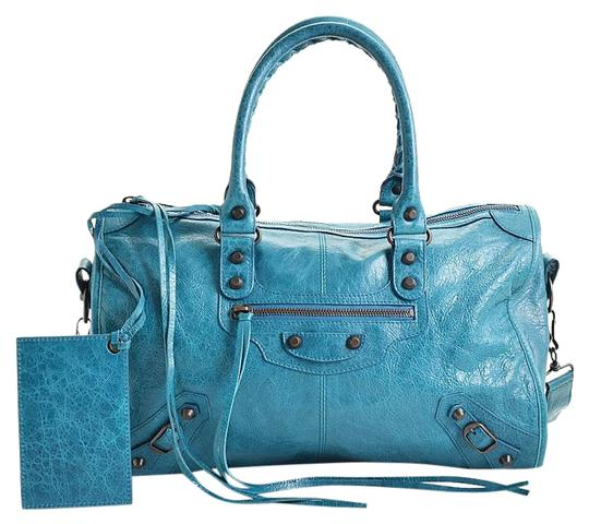 Preload https://img-static.tradesy.com/item/24554245/balenciaga-lagon-classic-hardware-maxi-twiggy-blue-lambskin-leather-shoulder-bag-0-1-540-540.jpg