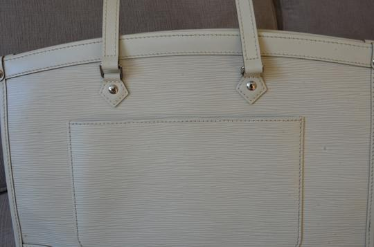 Louis Vuitton Tote in ivory Image 11