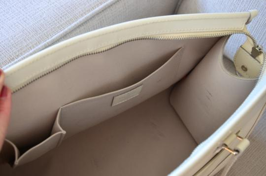 Louis Vuitton Tote in ivory Image 2