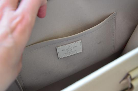 Louis Vuitton Tote in ivory Image 3