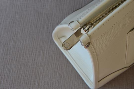 Louis Vuitton Tote in ivory Image 6
