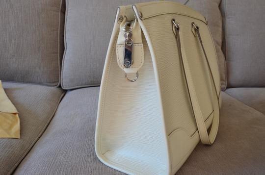 Louis Vuitton Tote in ivory Image 7