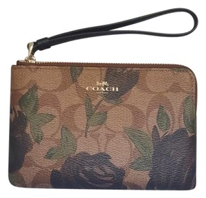 Coach NEW COACH CORNER ZIP WRISTLET WITH CAMO ROSE FLORAL PRINT F26291