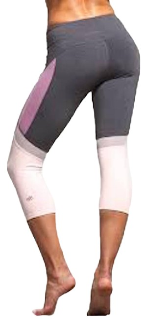 Preload https://img-static.tradesy.com/item/24555328/alo-gray-curvature-capri-performance-leggings-activewear-bottoms-size-2-xs-26-0-1-650-650.jpg