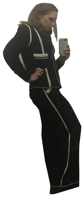Preload https://img-static.tradesy.com/item/24555440/chanel-black-and-white-pant-suit-size-4-s-0-1-650-650.jpg
