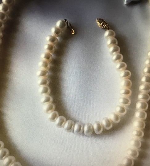 Other White pearl and gold necklace