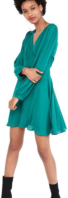 Item - Green Surplice Fit and Flare Short Casual Dress Size 8 (M)