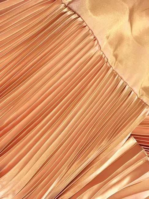 Item - Rose Gold Satin Shineey Bow Pleated Midi 2018 New Mid-length Night Out Dress Size 8 (M)