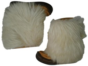 Maple Leaf Shoe Made In Canada Warm Yeti Style Goat Type Fur Vintage Beige, cream Boots