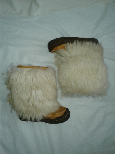 Maple Leaf Shoe Made In Canada Warm Yeti Style Goat Type Fur Vintage Beige, cream Boots Image 1
