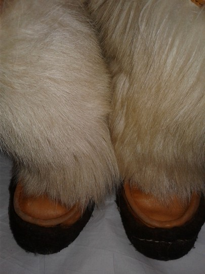 Maple Leaf Shoe Made In Canada Warm Yeti Style Goat Type Fur Vintage Beige, cream Boots Image 10