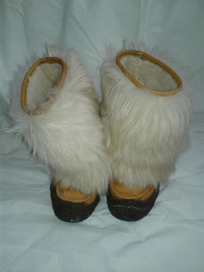 Maple Leaf Shoe Made In Canada Warm Yeti Style Goat Type Fur Vintage Beige, cream Boots Image 2