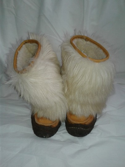 Maple Leaf Shoe Made In Canada Warm Yeti Style Goat Type Fur Vintage Beige, cream Boots Image 3