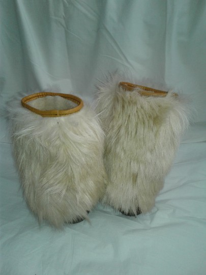 Maple Leaf Shoe Made In Canada Warm Yeti Style Goat Type Fur Vintage Beige, cream Boots Image 5