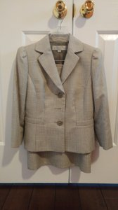 Tahari Tahari skirt suit dress very classy