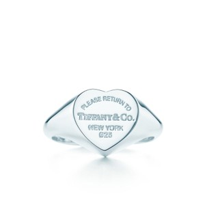 Tiffany & Co. Heart signet ring