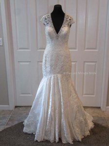 MADISON JAMES Ivory/Silver Lace Mj150 Feminine Wedding Dress Size 8 (M)
