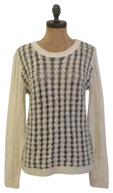Preload https://img-static.tradesy.com/item/24571337/willow-and-clay-open-knit-ivory-sweater-0-1-650-650.jpg