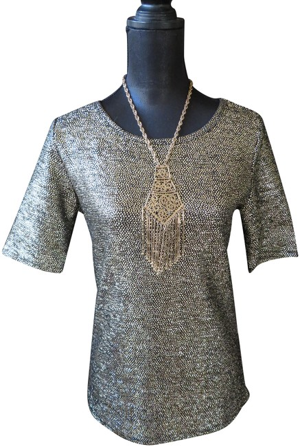 Preload https://img-static.tradesy.com/item/24571571/lularoe-black-and-gold-gigi-m-tunic-size-8-m-0-1-650-650.jpg