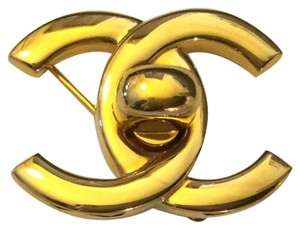 Chanel RARE VINTAGE CHANEL 22k GOLD PLATED '96P CC TURNLOCK BROOCH