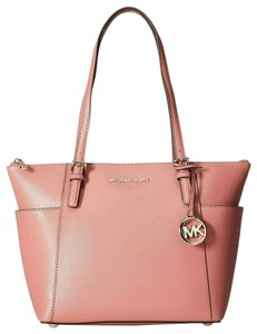 6d2028a9ffd4 Michael Kors Jet Set Totes - Up to 90% off at Tradesy
