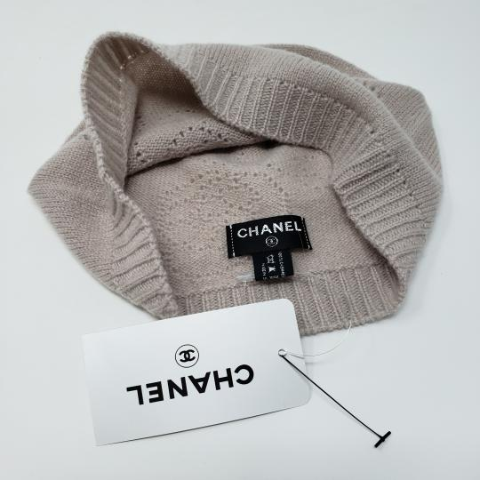 Chanel Beige cashmere Chanel interlocking CC knit beanie Image 2