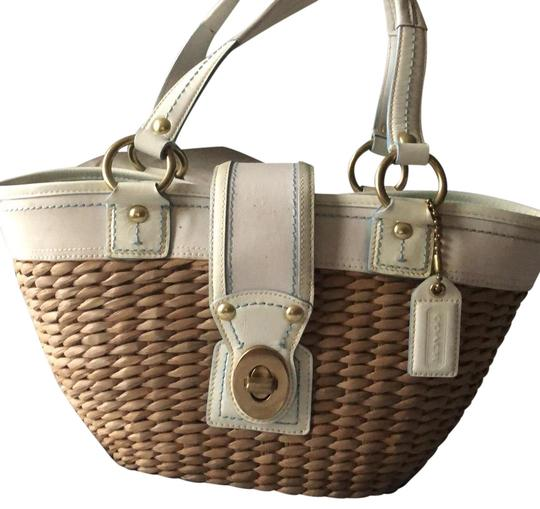 Preload https://img-static.tradesy.com/item/24580072/coach-straw-tote-white-and-tan-wicker-baguette-0-1-540-540.jpg