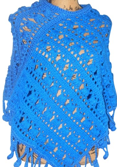 Preload https://img-static.tradesy.com/item/24580506/blue-new-elegant-poncho-cape-soft-crochet-size-s-0-1-540-540.jpg