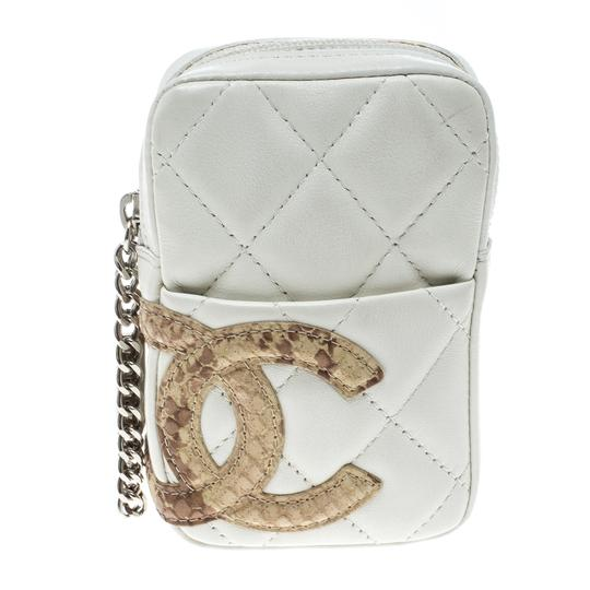 Preload https://img-static.tradesy.com/item/24581508/chanel-white-cambon-quilted-leather-cc-coin-pouch-0-0-540-540.jpg