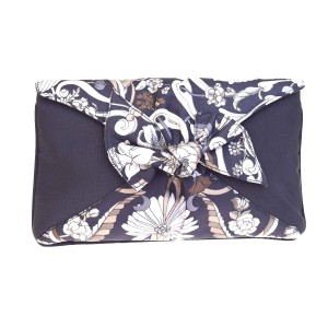 Gucci Clutch/Cosmetic Mint Condition Rare Style Navy/Grey/Brown navy, grey, brown, green, and black floral print silk Clutch