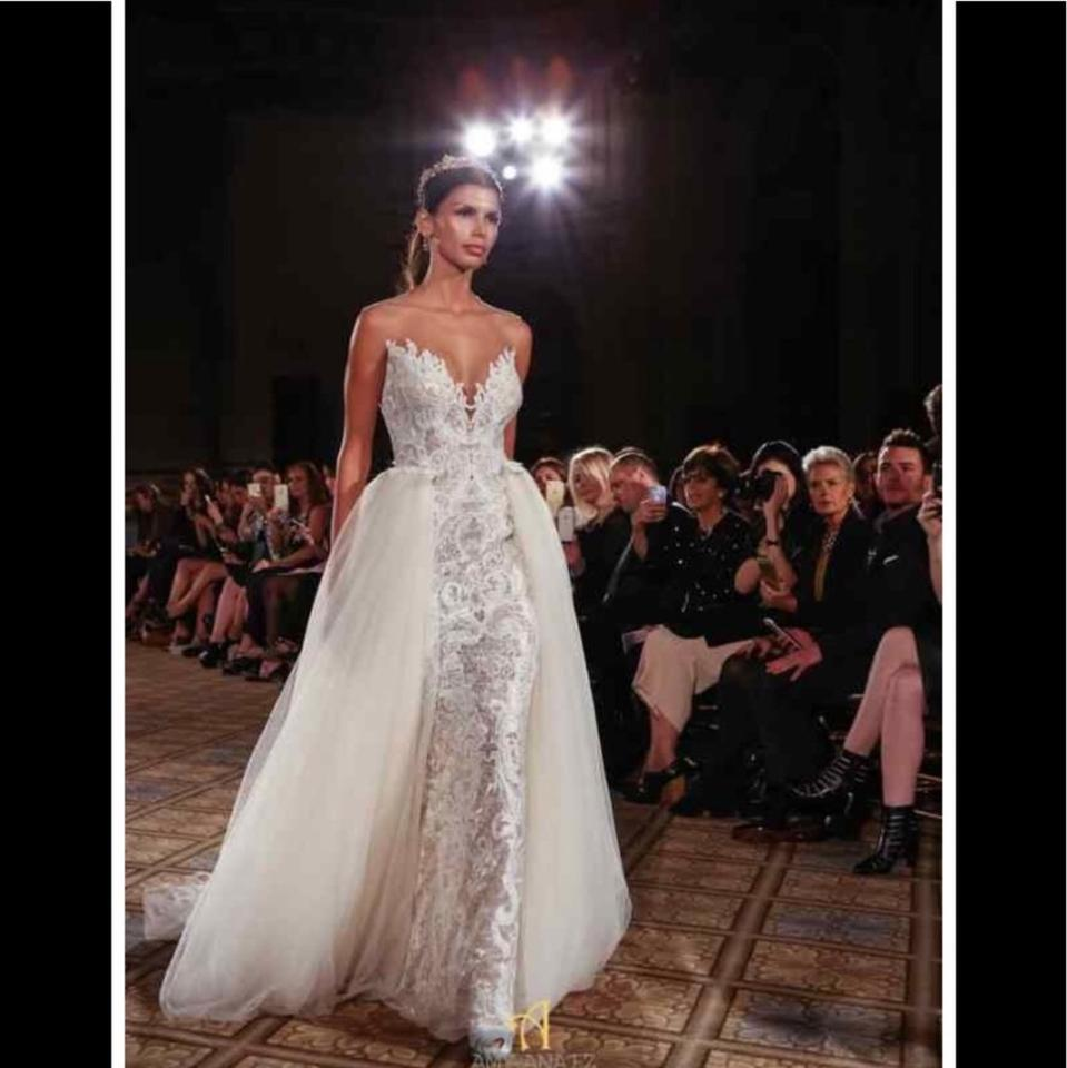 0ef27a1b4f Amsale Darcy Tulle Overskirt Formal Wedding Dress Size 10 (M) 77% off retail