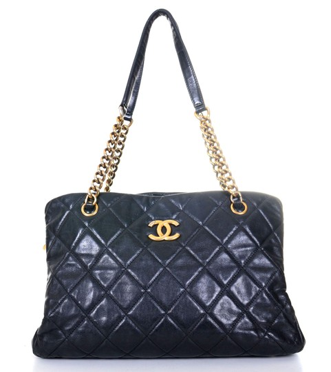 Preload https://img-static.tradesy.com/item/24584437/chanel-timeless-quilted-shopper-cc-medium-purse-black-leather-tote-0-0-540-540.jpg