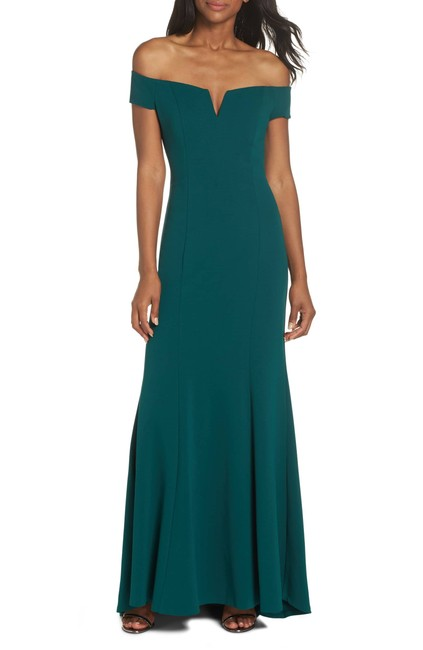 Item - Green Notched Off The Shoulder Trumpet Gown Long Formal Dress Size 10 (M)