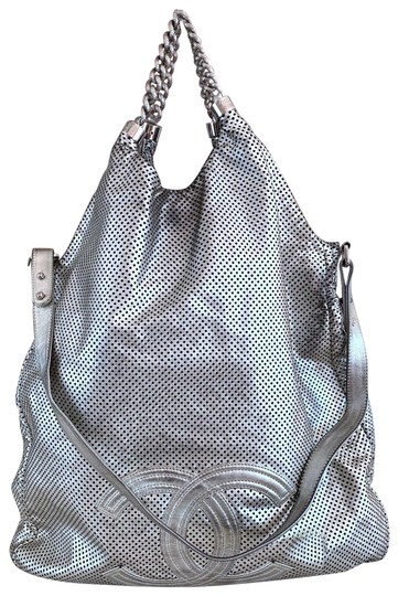Preload https://img-static.tradesy.com/item/24587899/chanel-rodeo-drive-xl-large-silver-leather-tote-0-1-540-540.jpg