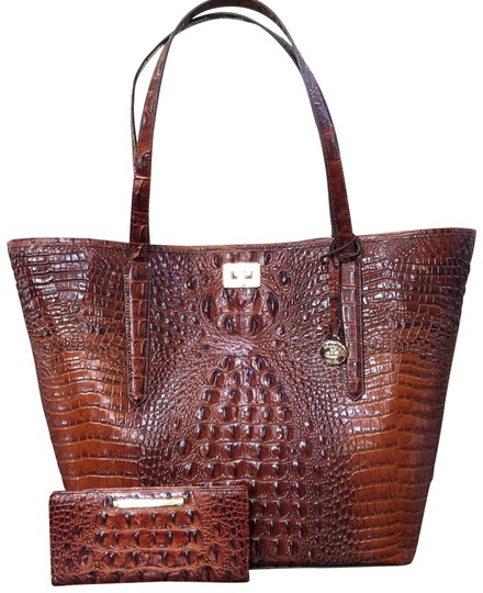 Preload https://img-static.tradesy.com/item/24587939/brahmin-2pcs-pecan-melbourne-annika-bagwallet-extra-large-genuine-leather-tote-0-1-540-540.jpg