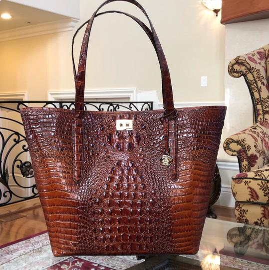 Brahmin Tote in Extra large Image 3