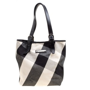 f9165b931dc2 Black Burberry Totes - Up to 90% off at Tradesy