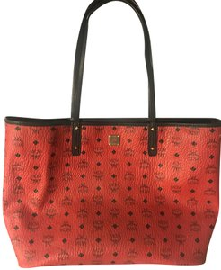 MCM 2016 Reversible Shopper Tote in Red