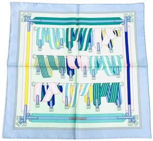 5e4e9fea2f4d Hermès Scarves on Sale - Up to 70% off at Tradesy