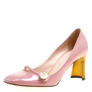 ffe857dbc Women's Gucci Shoes - Up to 90% off at Tradesy