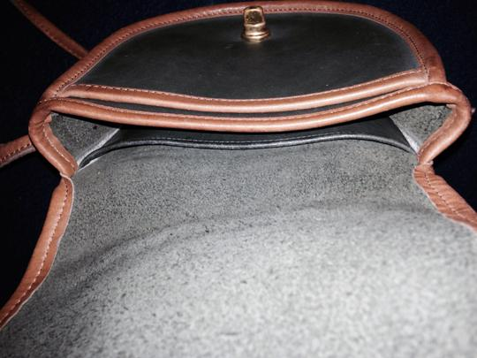 Coach Vintage Designer Leather Good Condition Fun Brown 2 Tone Small Mini Everyday Casual Vintage Vintage Brown Cross Body Bag Image 11